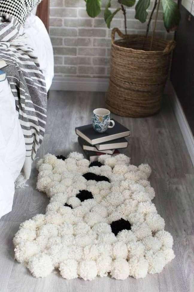 28. Tapete de lã ao lado da cama do quarto – Foto Pinterest