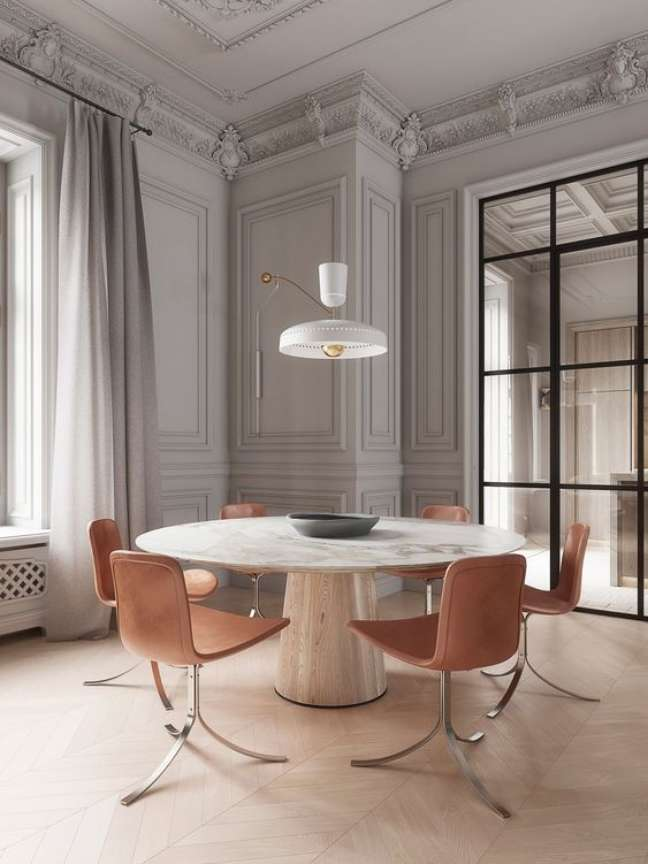 27. Mesa de jantar branca com cadeiras rose – Foto Elle Decor Italia