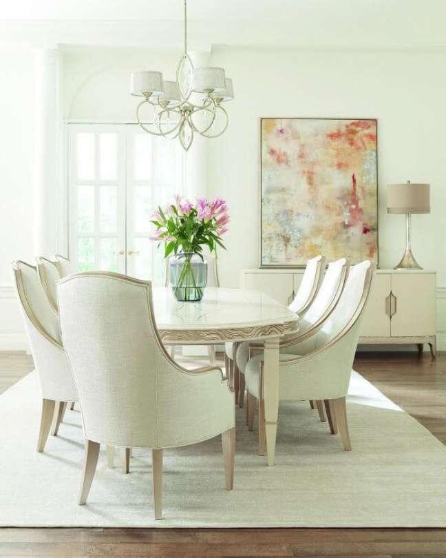 42. Sala com mesa de jantar branca clássica – Foto Neiman Marcus