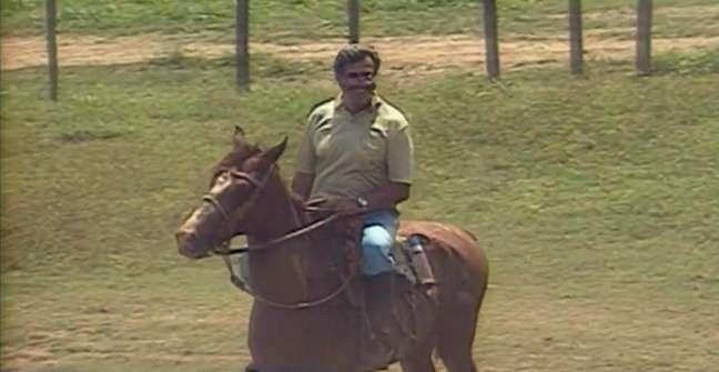Em matéria antiga do 'Globo Rural', Tarcísio Meira como gostava de estar: em cima de um cavalo a cuidar de bois