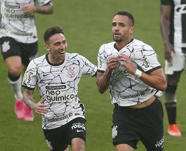 Renato Augusto comemora gol do Corinthians