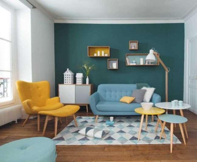 42. Sofá pé palito retrô com móveis no mesmo estilo e design – Foto Pinterest