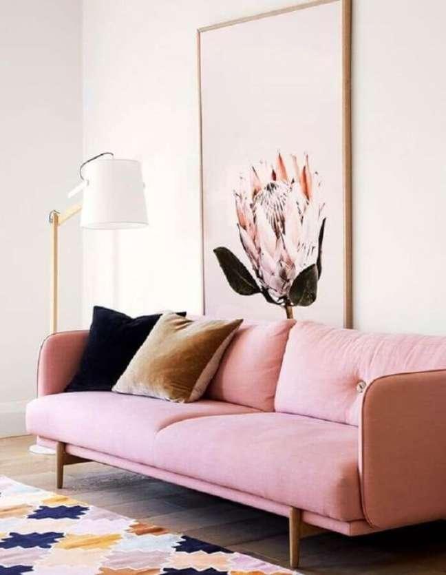 2. Sofá rosa com pé palito de madeira – Foto Revista Vd