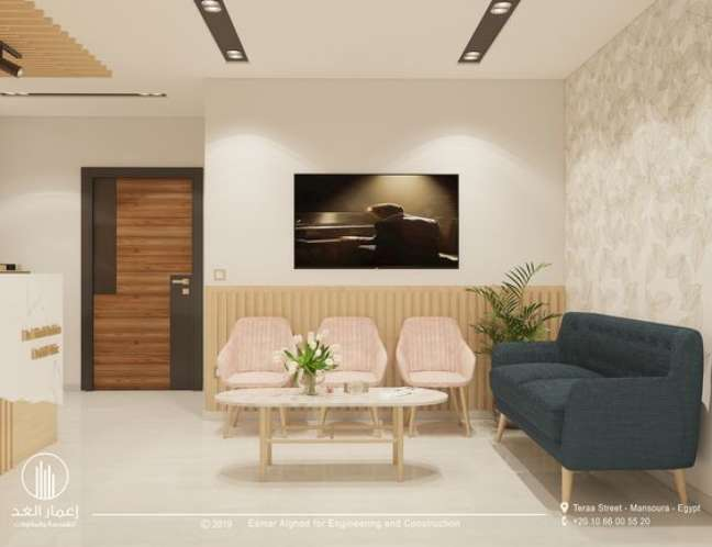 17. Sala de espera pequena com sofá pé palito e cadeiras pequenas – Foto Behance