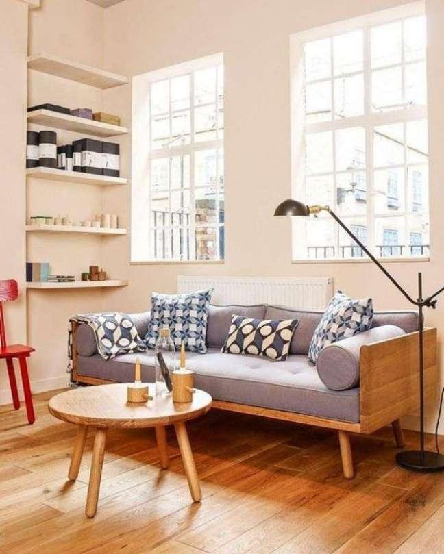 40. Sofá pé palito estilo vintage para decoração de sala com móveis de madeira – Foto Pinterest