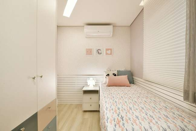 17. O quarto da filha imprime um toque clean e aconchegante. Foto: Sidney Doll