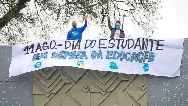 Em meio ao desafio dos jovens de seguirem seus estudos, o ministro da Educação, Milton Ribeiro, declarou que a universidade deveria ser 'para poucos'.