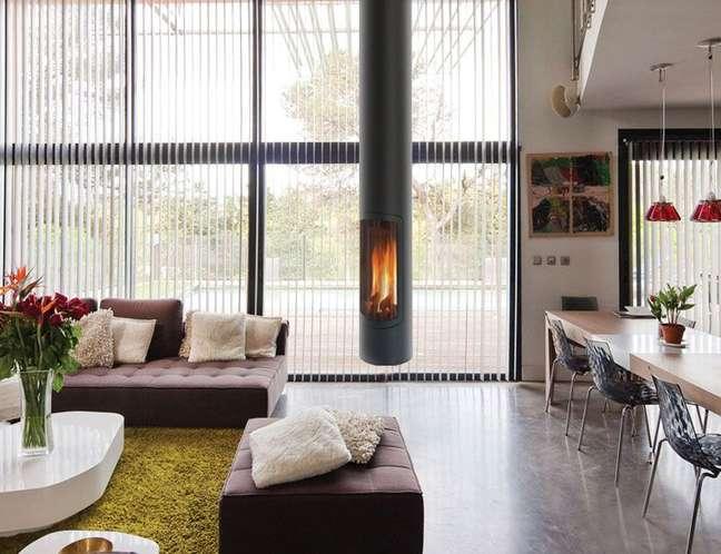 49. Casa conceito aberto com lareira suspensa – Foto Casa Abril