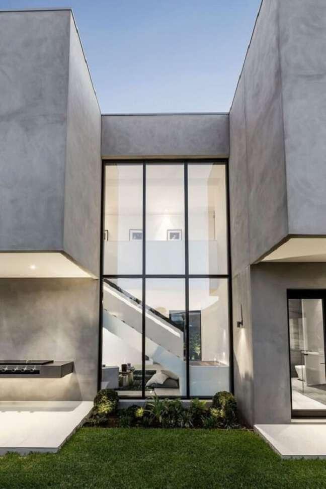 18. Pé direito duplo fachada com área envidraçada. Fonte: Pinterest