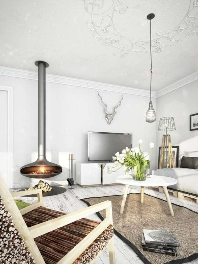 3. Sala com lareira suspensa de ferro e móveis brancos – Foto Dezeen