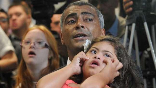 Filha com down motivou Romário a entrar para a política   Divulgação