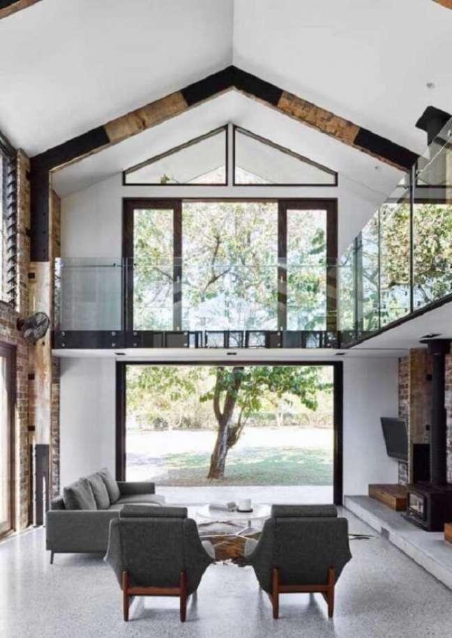 19. Pé direito duplo fachada com janela ampla. Fonte: Pinterest