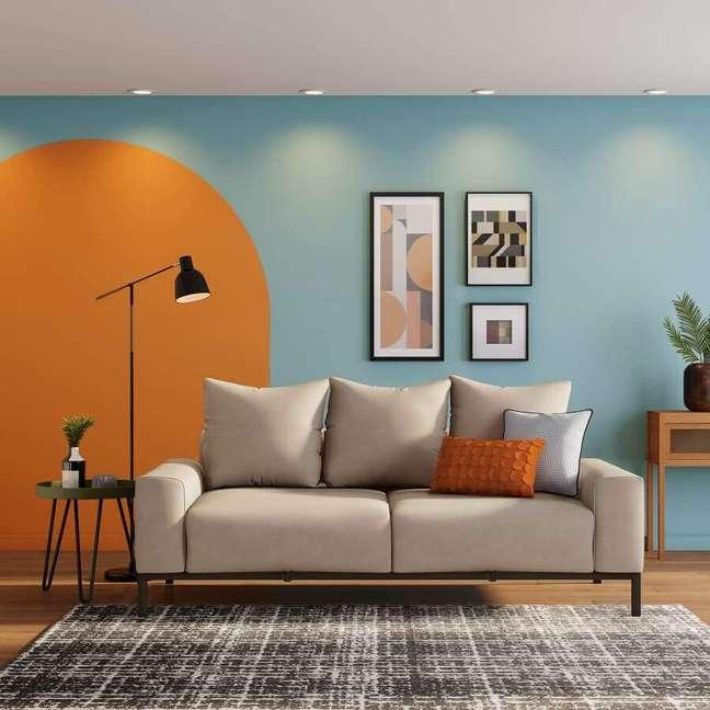 7. Um dos benefícios do sofá com pé palito é a sensação de amplitude pelo espaço do piso, ideal para uso de tapetes – Foto: Tok&Stok
