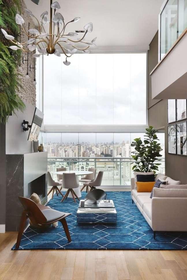 1. O pé-direito duplo garante aquela sensação de amplitude. Projeto de Inside Arquitetura e Design