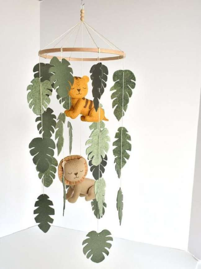 21. Móbile delicado para quarto de bebê safári verde. Fonte: Etsy