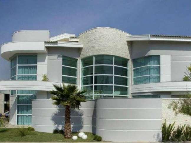 35. Cores para fachadas de casas em cinza e branco – Foto Pra Mim Imoveis