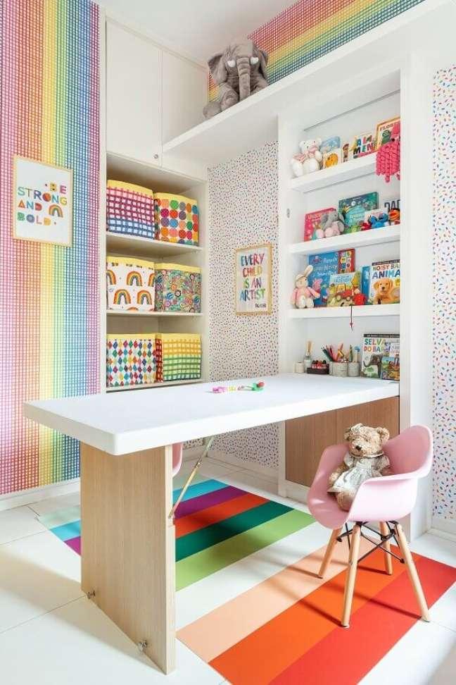 6. Decoração de brinquedoteca com papel de parede colorido – Foto: Marcos Fertonani para MOOUI