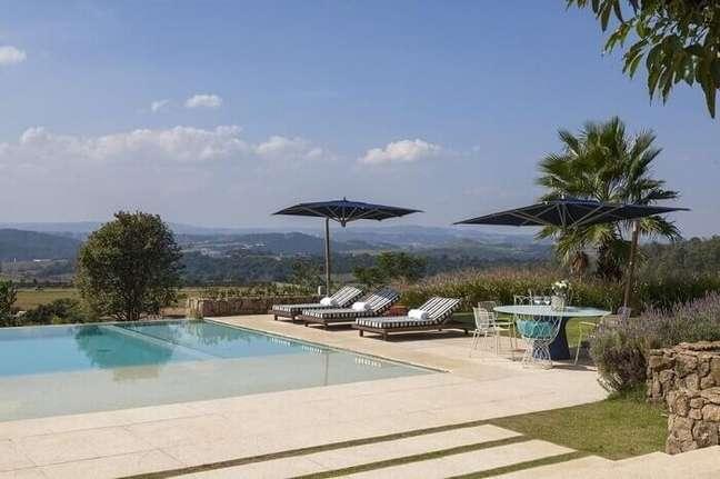 40. As piscinas modernas são perfeitas para a área externa – Foto In House