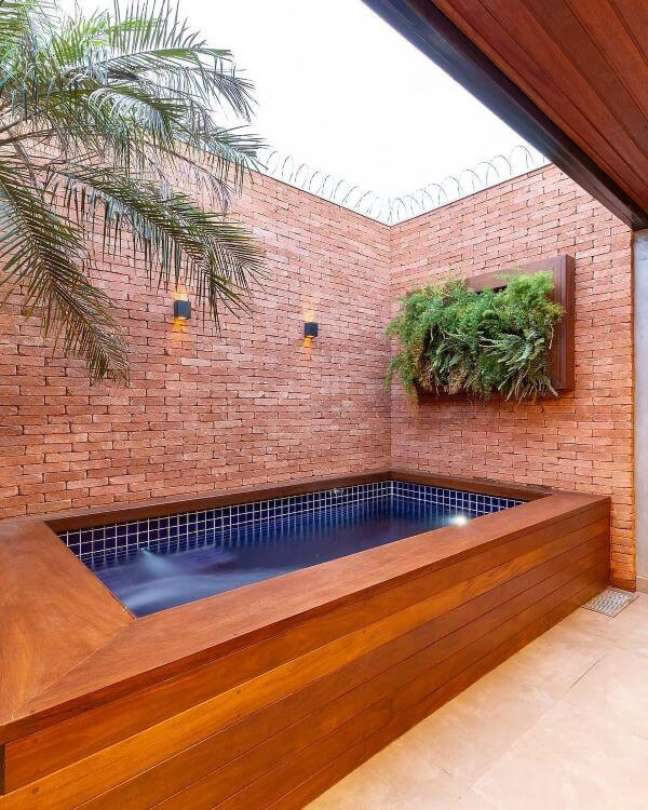 123. Quintal pequeno com piscinas modernas para divertir a família – Foto Pinterest