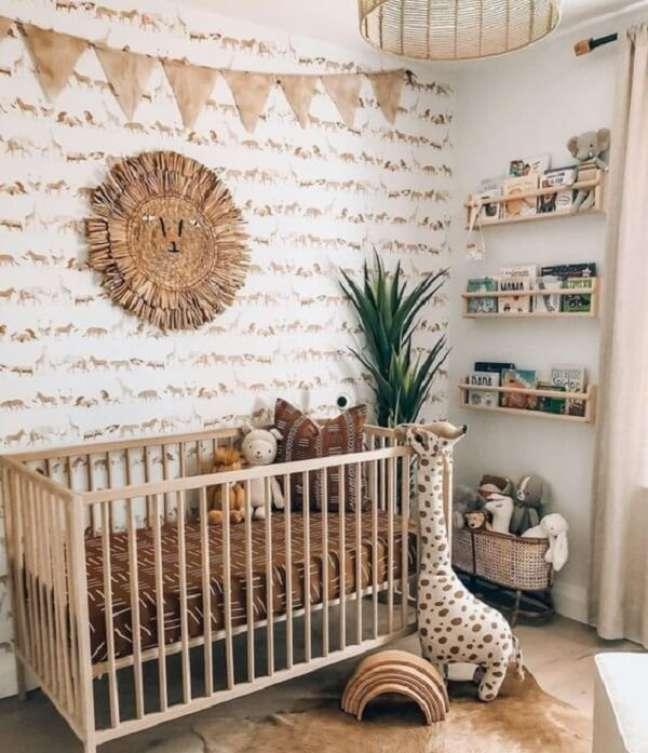 3. Detalhes em madeira trazem aconchego para o quarto de bebê masculino safári. Fonte: Pinterest