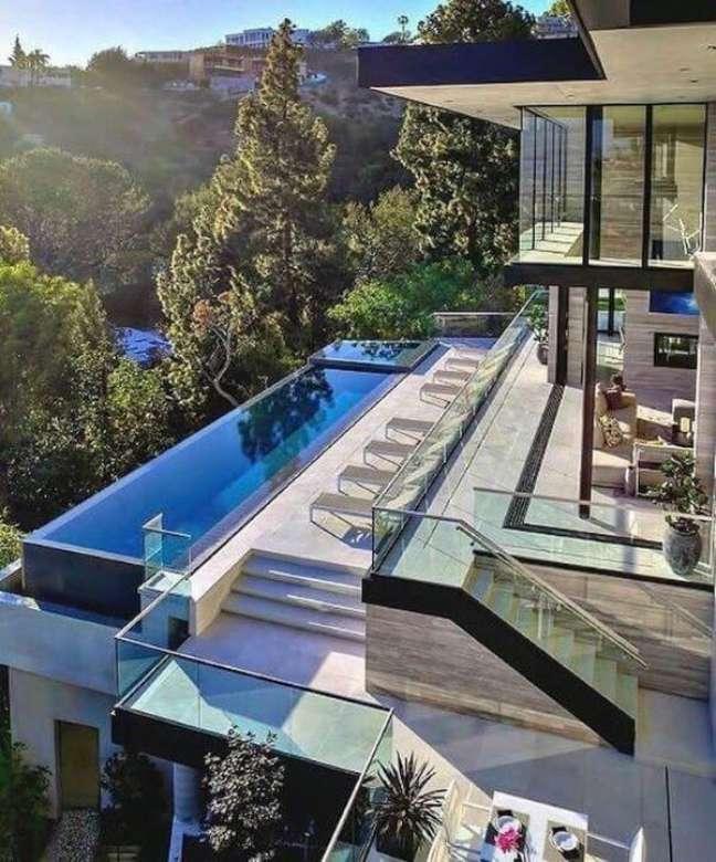 65. Aposte nas piscinas modernas com borda infinita para ter uma visão linda – Foto Pinterest