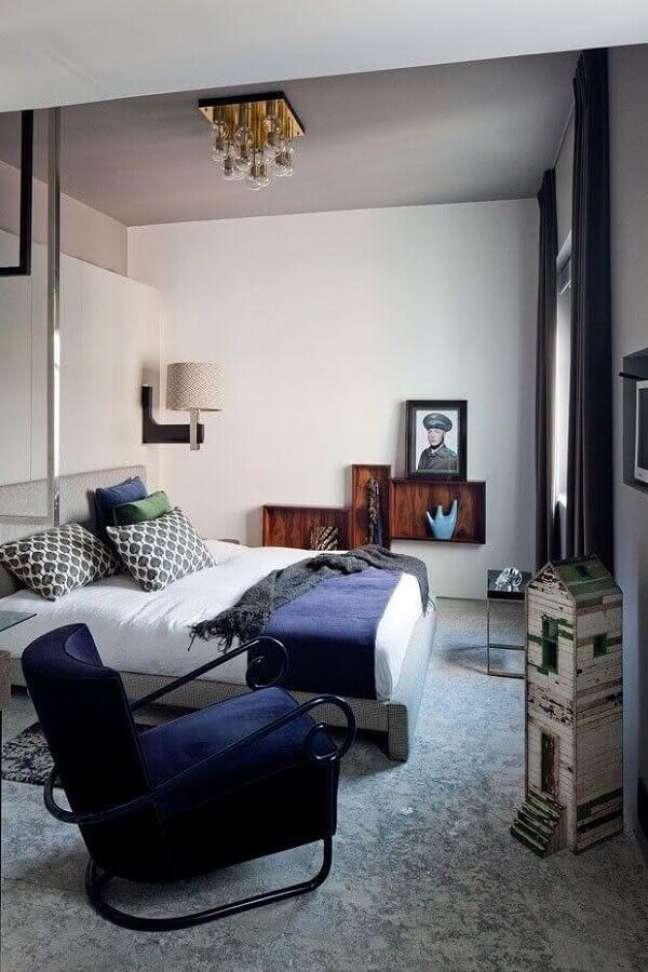 16. Decoração com poltrona confortável para quarto de casal – Foto: Pinterest