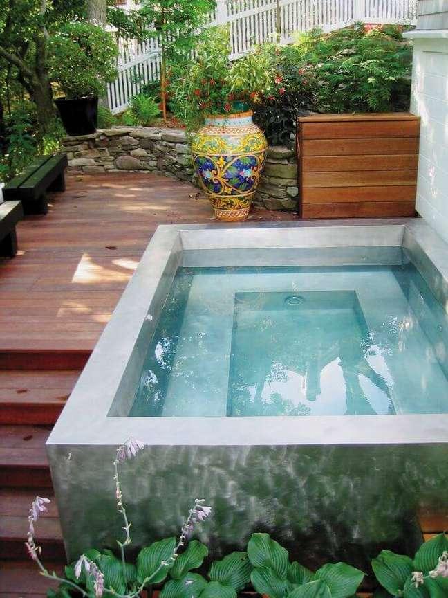 73. Decoração com piscinas modernas e estrutura de cimento queimado – Foto Pinterest