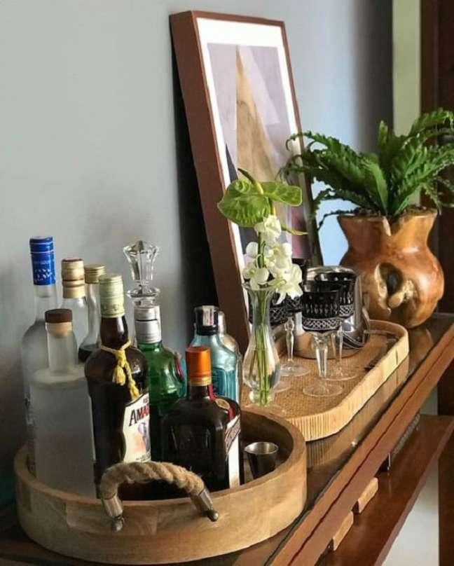 31. Bandeja bar redonda com acabamento em madeira e corda. Fonte: Pinterest