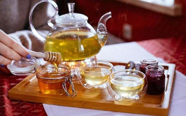 Conheça as melhores simpatias com mel para conquistar amor e prosperidade -