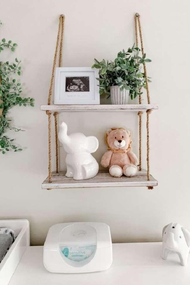 42. Prateleira de corda decora quarto de bebê safari. Fonte: Pinterest