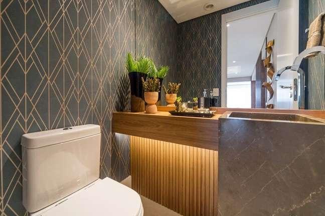3. Existem opções de papéis de parede que podem ser usadas em áreas úmidas do imóvel. Fonte: Habitissimo