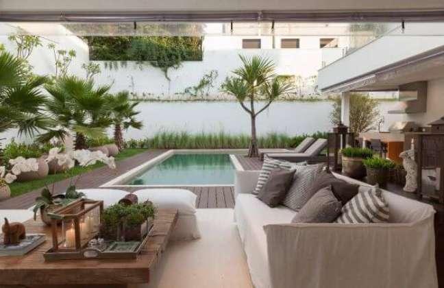 10. Móveis para piscina com deck de madeira – Foto Ar Arquitetura