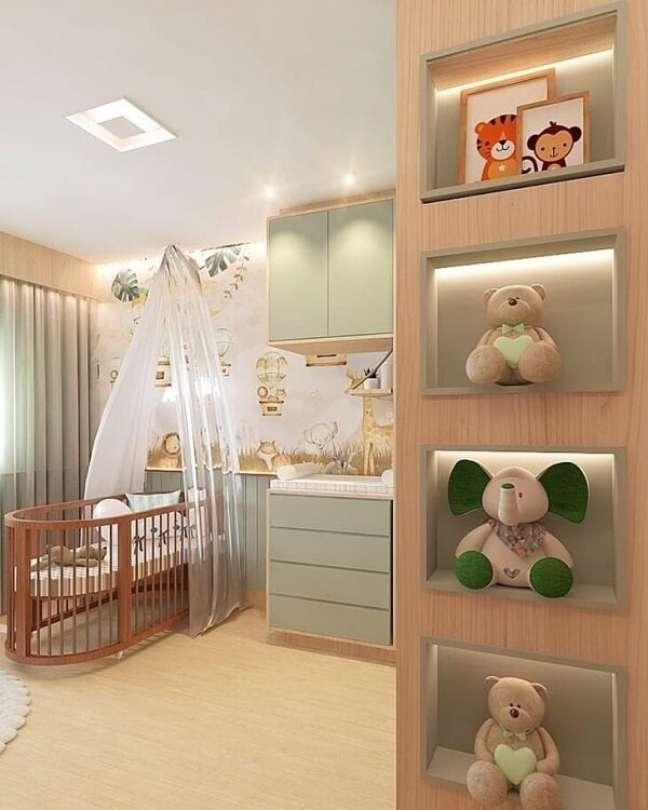 40. Os nichos ajudam na decoração do quarto de bebê com tema safári. Projeto de Sara Fernandes