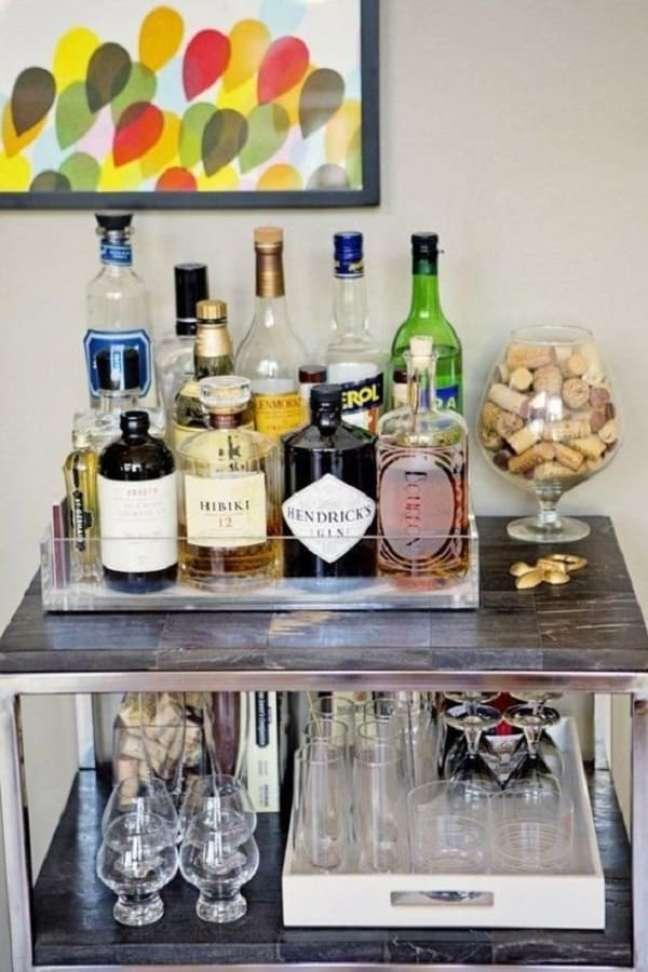3. Utilize mais de uma bandeja bar se for necessário. Fonte: Fashionismo