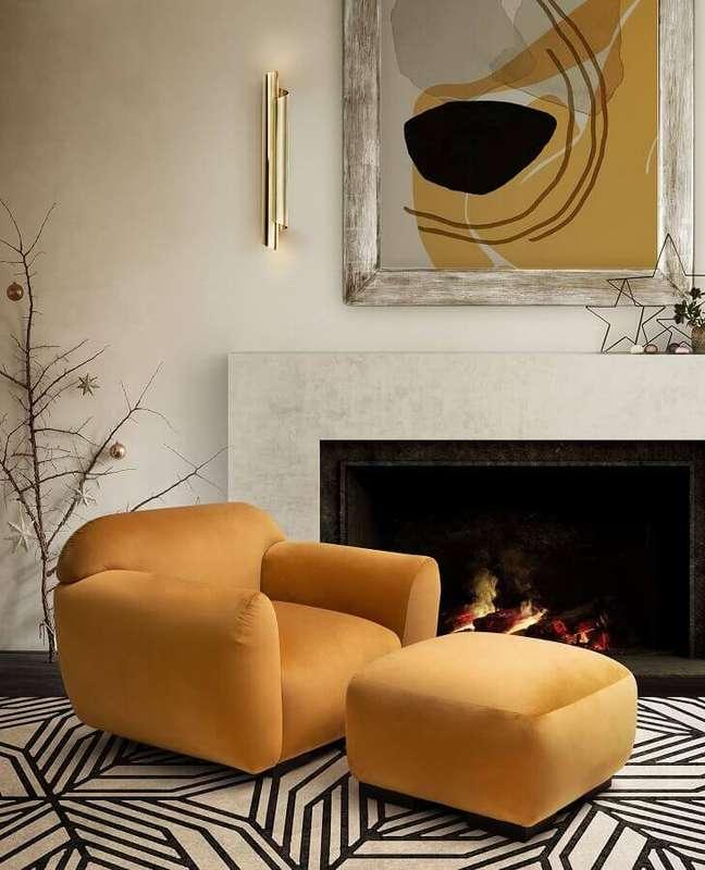46. Poltrona confortável moderna para decoração de sala com lareira – Foto: Pinterest