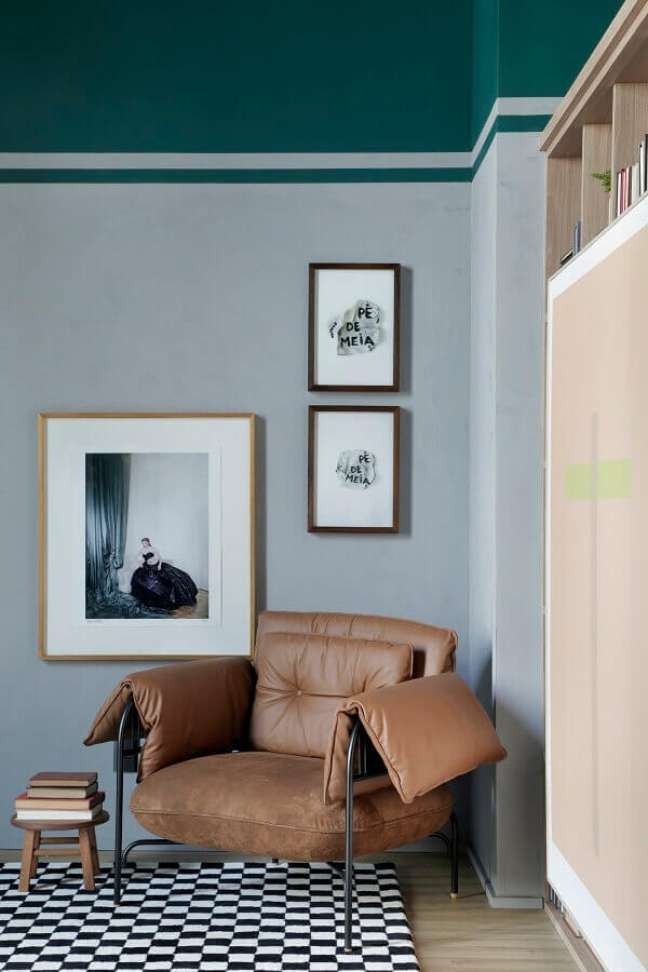 65. Poltrona pequena confortável para decoração de cantinho de leitura – Foto: Apartamento 203