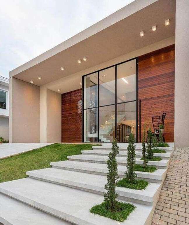 16. Casas com revestimento amadeirado e fachada pintada em cores neutras -Foto Pinterest
