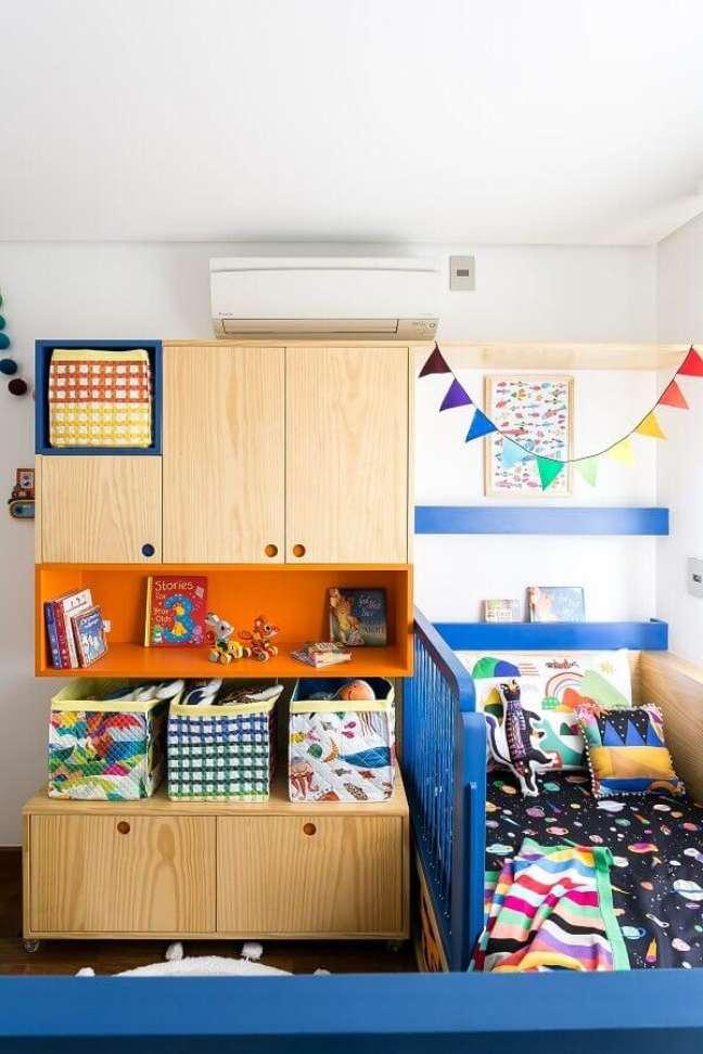 9. Armário de madeira para decoração de quarto infantil – Foto: MOOUI