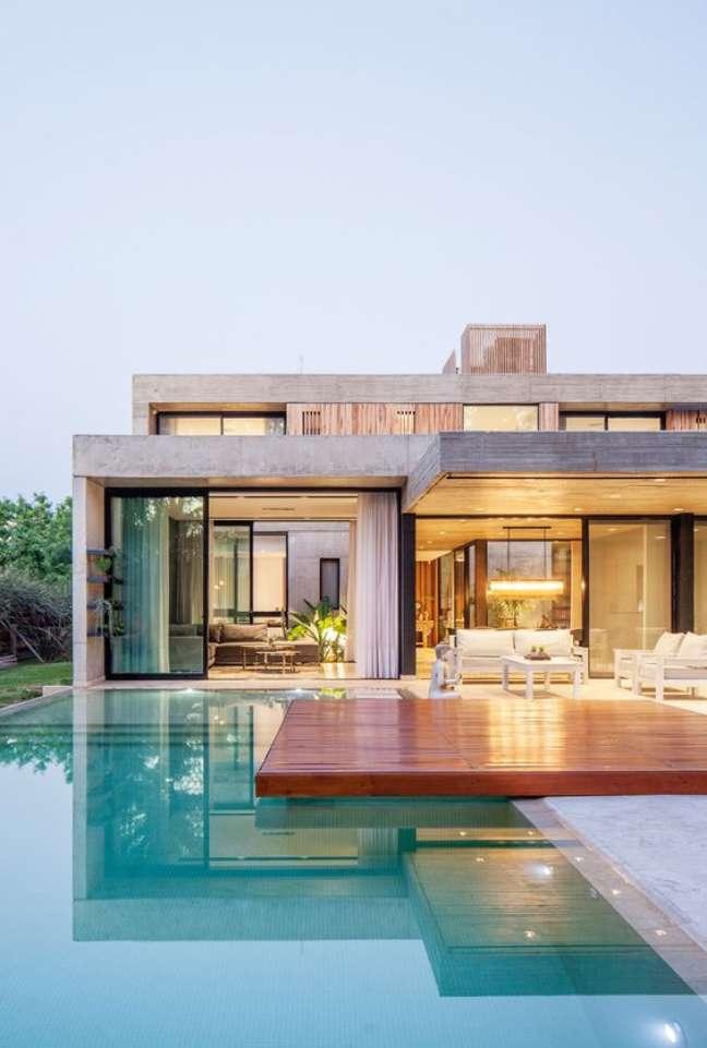 7. Mansão com piscinas modernas – Foto Portal de Arquitectos