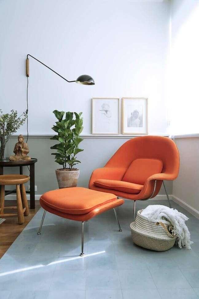 45. Poltrona confortável moderna para decoração de cantinho de leitura – Foto: Casa de Valentina