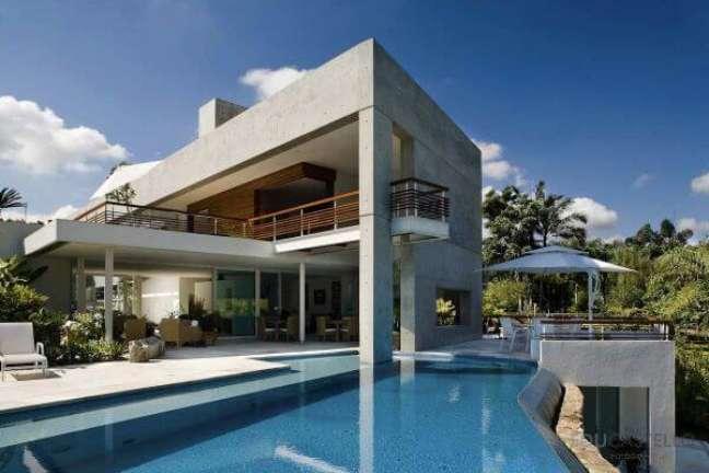 63. Móveis para área da piscina moderna com borda infinita – Foto Pinterest
