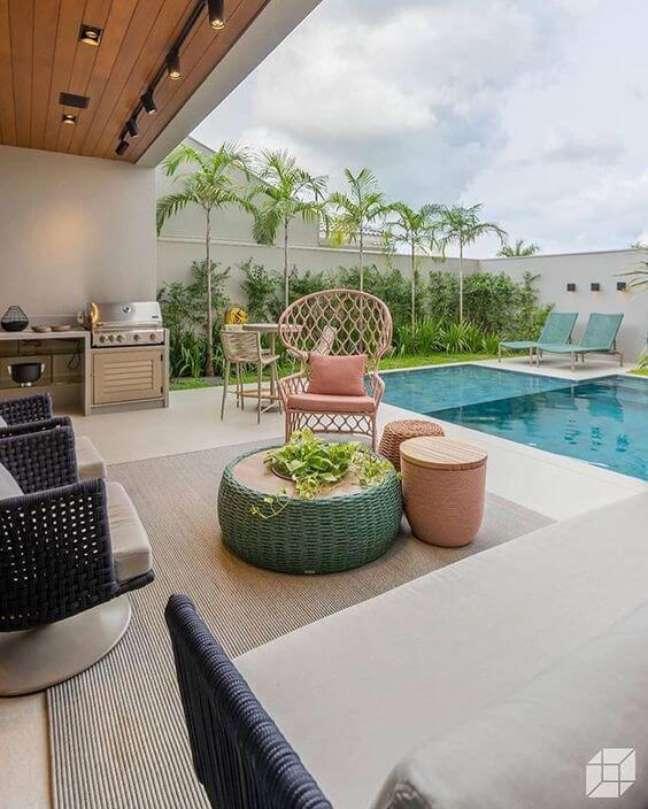 9. Móveis para piscina com área gourmet – Foto Pinterest