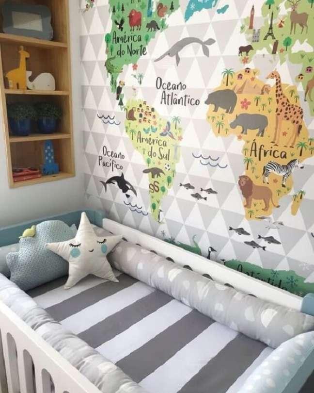 34. O papel de parede quarto de bebê safári deixa o ambiente mais lúdico. Fonte: Revista Viva Decora