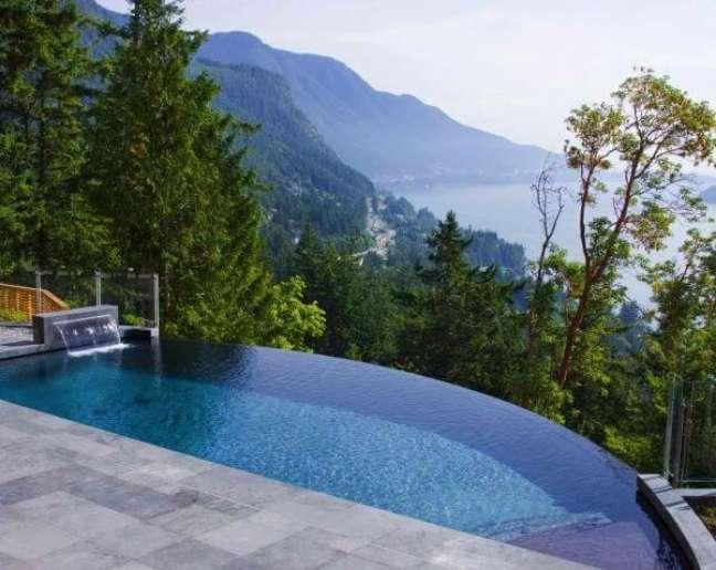 5. As piscinas modernas ficam lindas com a borda infinita – Foto Pinterest
