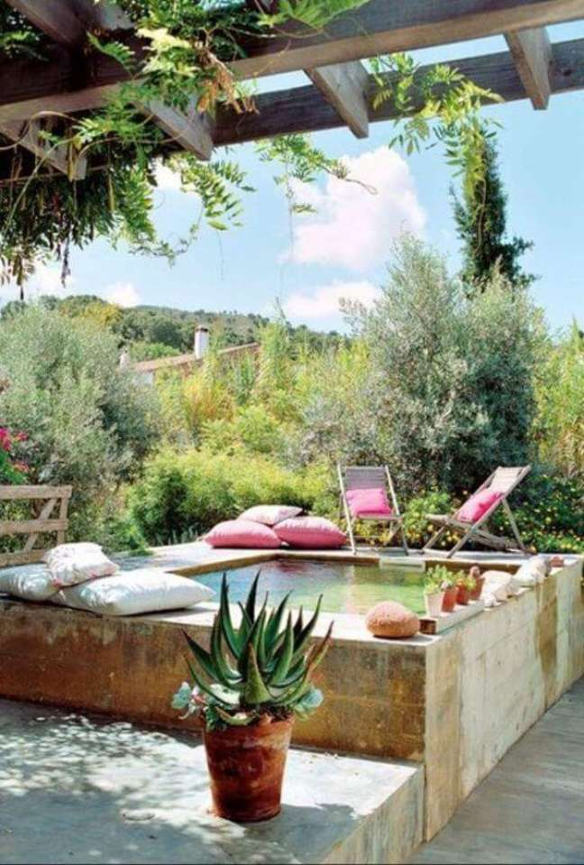 129. A piscina elevada é moderna prática para economizar no projeto – Foto Pinteret