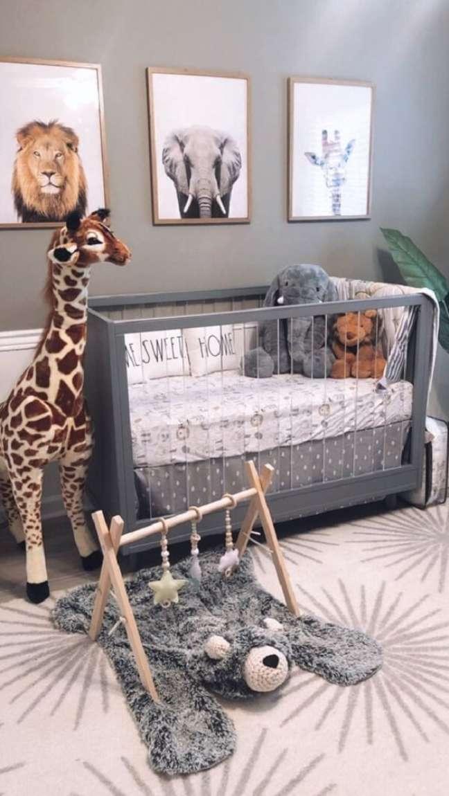 53. Quarto de bebê safari com nuances de cinza. Fonte: Pinterest