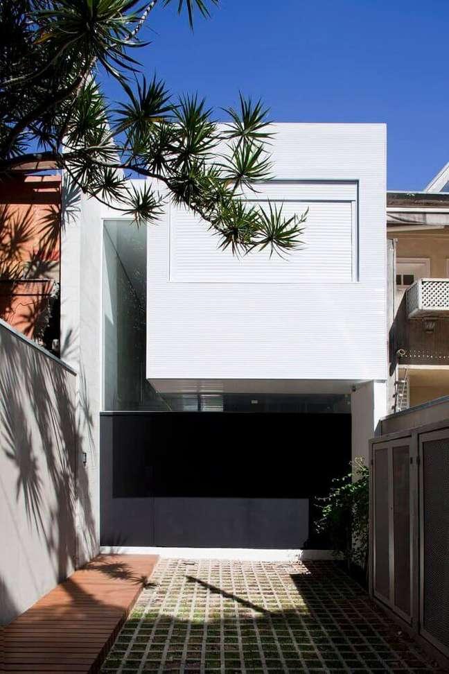 62. Fachadas de casas modernas na cor branca com portão de ferro preto – Foto pinterest