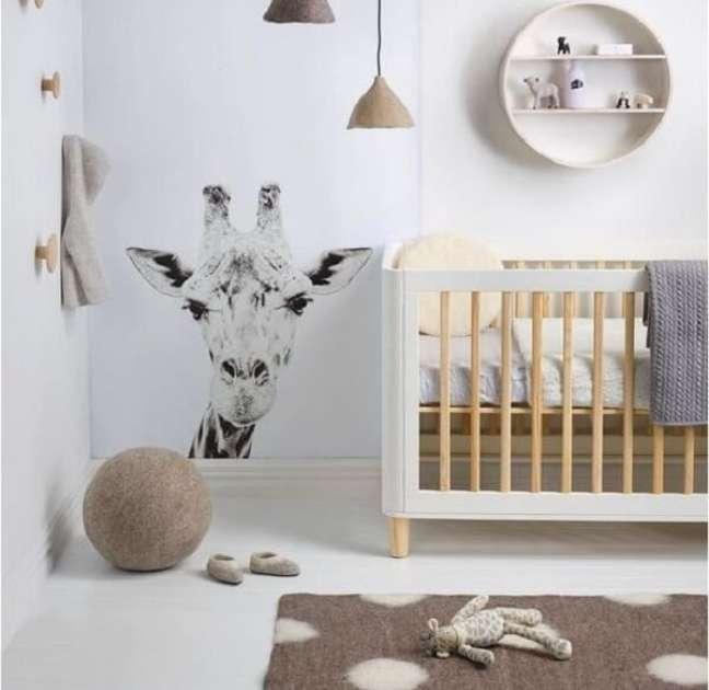 1. Pendentes de madeira trazem charme para a decoração de quarto de bebê safári. Fonte: Revista Viva Decora