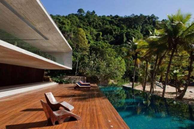 53. Escolha os melhores móveis para piscinas modernas – Foto Studio MK27