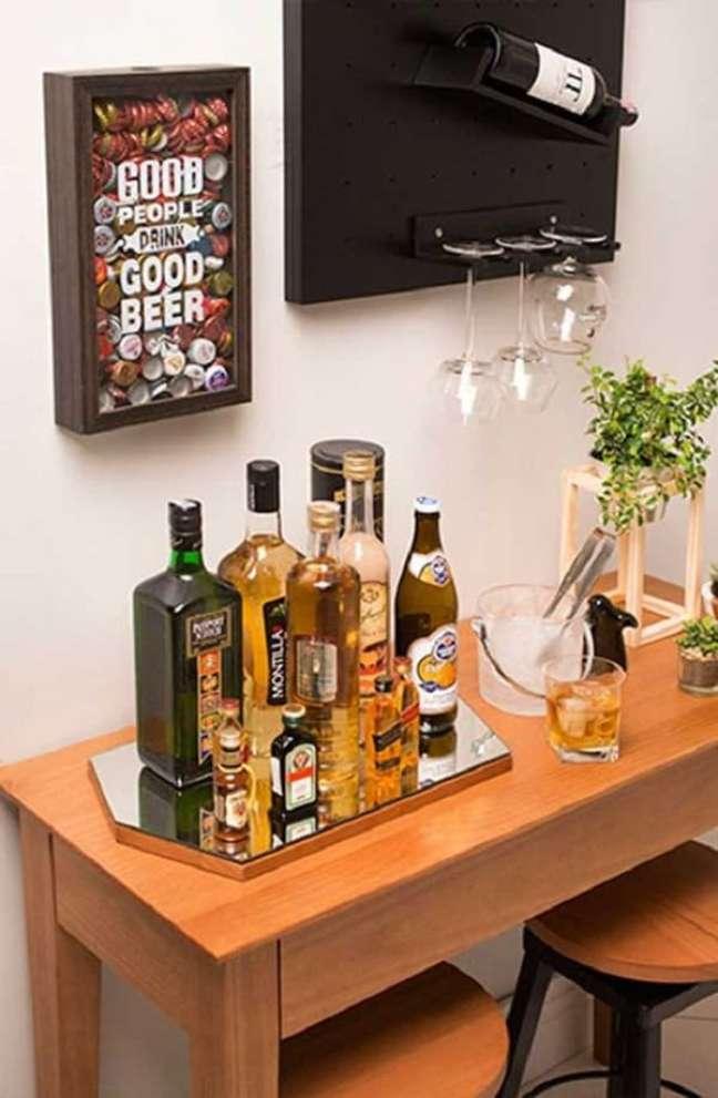 36. Design criativo para bandeja bar espelhada. Fonte: Pinterest